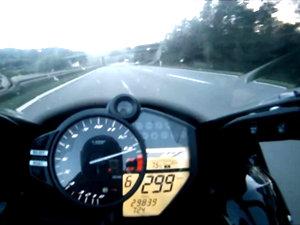 雅马哈R1高速公路最高速测试