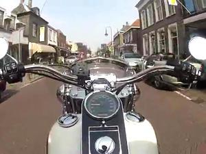 哈雷戴维森Sotail Deluxe 豪雅软尾骑乘视频