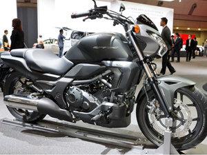 2014本田CTX700N摩托车