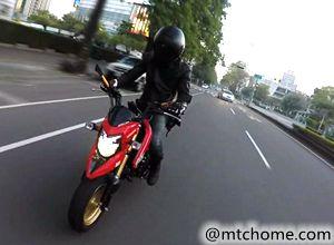 厌?#36710;?#19968;个平凡人了,去骑摩托车吧!