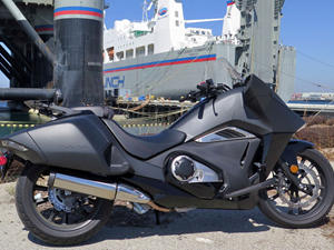 2015本田NM4摩托车