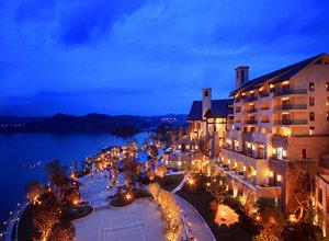 千岛湖滨江希尔顿度假酒店1晚+九龙溪漂流门票+可加购周边景点